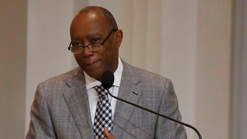 El alcalde de Houston, Sylvester Turner.