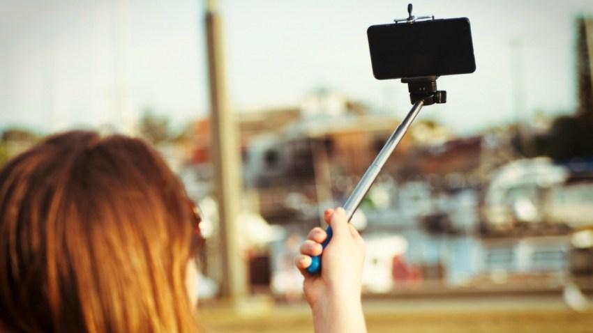 TLMD-selfie-stick-palo-extensor-para-fotos-con-celular-shutterstock_252349258