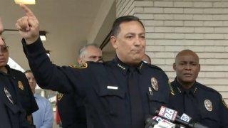 El jefe de Policía de Houston, Art Acevedo, habla sobre el incidente ocurrido al sur de Houston.