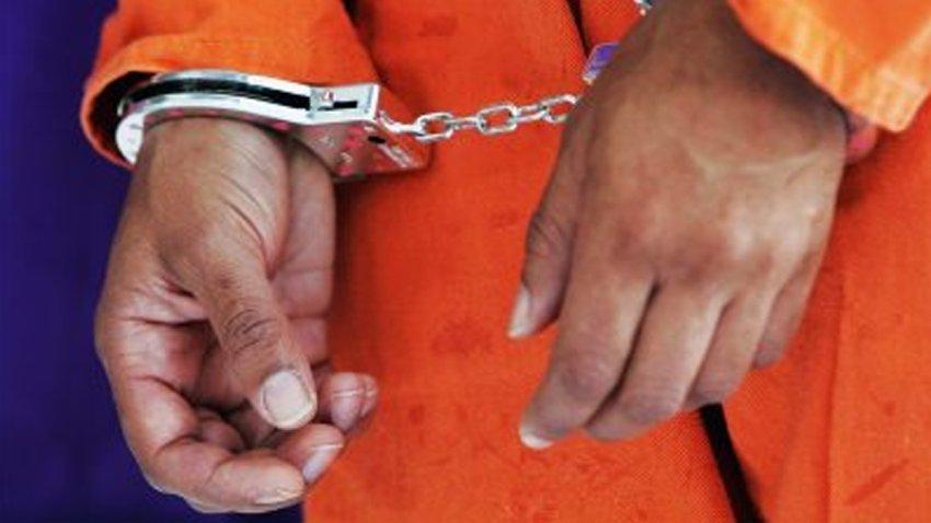 El hombre se encuentra en la cárcel del Condado Harris.