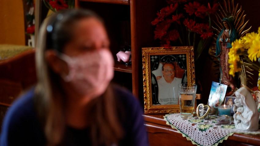 Viiuda de doctor que murió por COVID-19