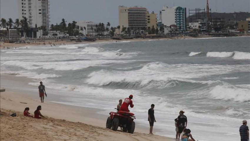 olas-costa-mexico-tormenta-
