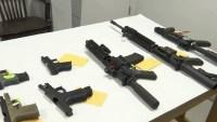 """Se hacen en casa y no se pueden rastrear: aumento alarmante de """"armas fantasmas"""""""