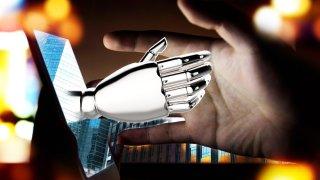 Ilustración de mano con apariencia robótica brota de una pantalla de computadora y toca la mano de una persona frente a ella.