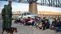 El plan de Biden para acelerar los trámites de asilo y las  deportaciones en la frontera sur