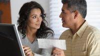 Muchos hispanos no están ahorrando para su jubilación; expertos dicen que un bajo ingreso no es la única razón