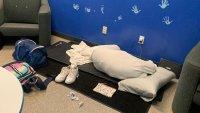 Duermen en el piso: niños vulnerables bajo tutela de un condado de California viven en condiciones deplorables