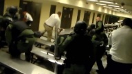 Equipo SWAT reduce a detenidos amotinados