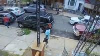 Una cámara captó el momento en que se inicia una balacera donde seis policías resultaron heridos.