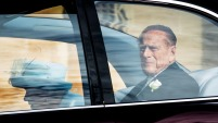 Testigos del suceso relataron a la cadena BBC que el vehículo del príncipe Felipe volcó.