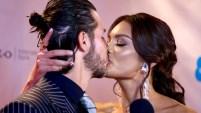 """La ex Miss Universo y conductora de """"Un nuevo día"""" dejó en evidencia que está muy enamorada de su galán, Germán Rosete, cuando ambos acudieron a la alfombra roja..."""