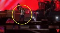 Los padres son muy fanáticos de Foo Fighters y lo llevaron al evento. De repente había una sorpresa para todos. Video:Stuart Robinson/Cool...
