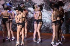 Modelos transgénero se pasean en ropa interior