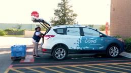 Ford y Walmart lanza servicio de envío con auto sin chofer