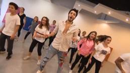 Sebastián Yatra sorprende a grupo de niños bailarines
