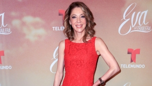 Extirpan tumores cancerígenos a Edith González