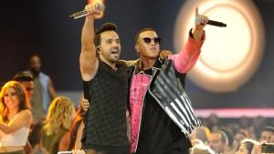 """American Music Awards: otro premio para Fonsi y """"Despacito"""""""