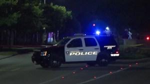Huye tras disparar contra dos agentes: HPD