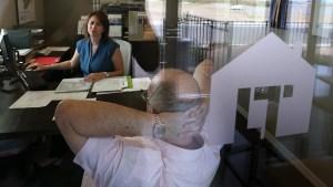 Senado aprueba suavizar restricciones a prestamistas