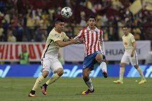 Chivas golea 3-0 y se queda con el clásico mexicano