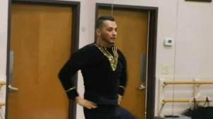 Llega de México a ser plomero y termina bailando ballet