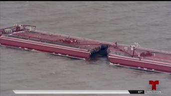 Choque entre buque y barcaza causa derrame químico