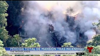 Incendio voráz consuma mansión en The Woodlands