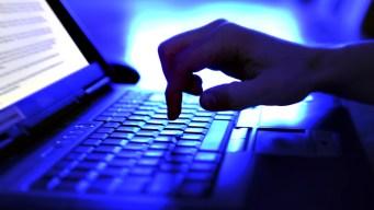 Arrestan a 61 acusados de buscar menores por internet