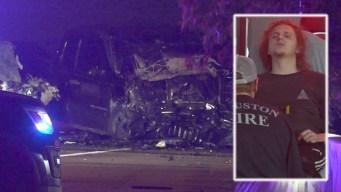 Un muerto tras explosión de auto en choque en contravía