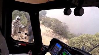 Incendios forestales: captan rescate en helicóptero
