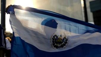 Salvadoreños entusiasmados con posibles visas de trabajo