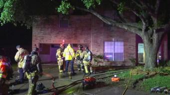 Tormentas provocan incendio en una casa de Cypress