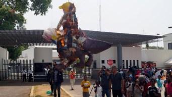 Efigies de AMLO y Trump arden en estación migratoria
