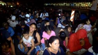 Tras diálogo con migrantes, reabren puente Gateway