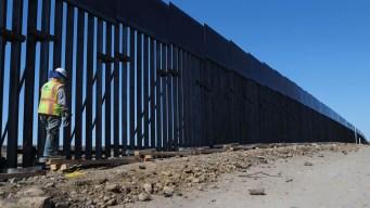 López Obrador y Trump discrepan sobre muro fronterizo