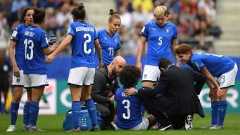 Da miedo verlo: tremendo patadón en la cara recibe jugadora italiana