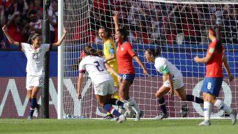 Estados Unidos golea a Chile 3 - 0 y pasa a octavos