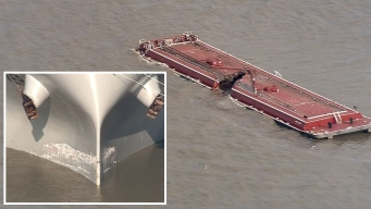 Derrame tóxico en canal de Houston tras brutal choque
