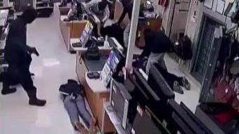Enmascarados no perdonan ni a los clientes en violento robo