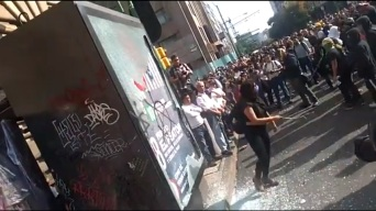 Vándalos infiltran marcha por masacre de Tlatelolco