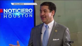 Adrián García aspira a ser comisionado del condado Harris
