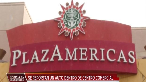 [TLMD - Houston] Auto choca contra entrada de PlazAmericas