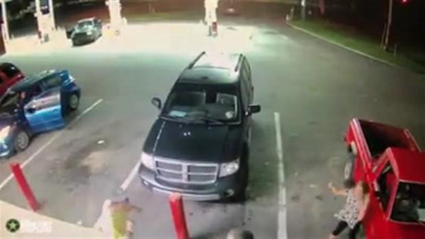 Brutal ataque a familia en gasolinera