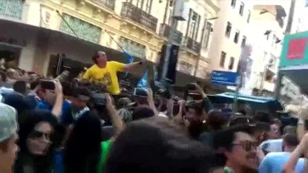 [TLMD - NATL] Bolsonaro es acuchillado durante mitin en Brasil