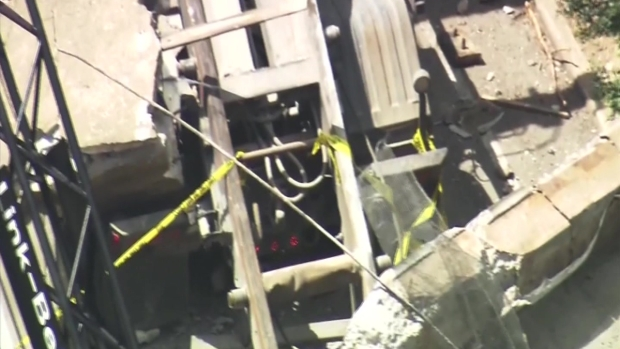 [TLMD - Houston] Colapso de puente encima de auto deja un muerto