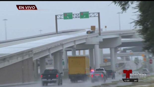 [TLMD - Houston] Hielo se acumula en autopistas de Houston