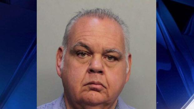 [TLMD - MIA] Maestro de Miami Dade arrestado por tocar a varias estudiantes