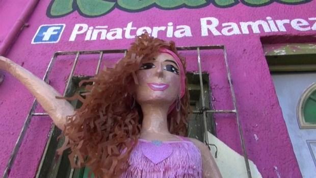 [TLMD - NATL] Piñata de Thalía se hace viral y ella la pide para su cumple