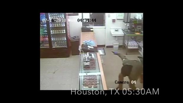 [TLMD - Houston] Violento robo a Shipley Donuts aterroriza hasta panadero