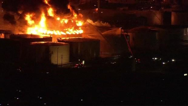 Texas: planta química arde en llamas